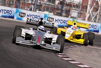 Hinchcliffe Comes Back to Take Pole Spot at Indy 500