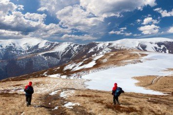 6 Things to Consider When Early Spring Hiking