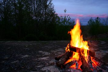 5 Campfire Tips for First Time Campers